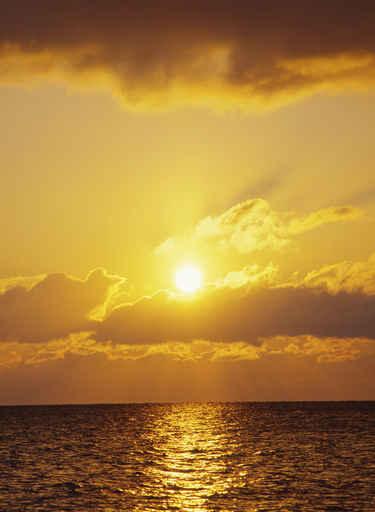 Cuadros paisajes atardecer amanecer sobre el mar - Cuadros de atardeceres ...